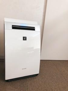 コロナに有効とされているプラズマクラスター空気清浄機をフル稼働 藤本鍼灸整骨院 池田市