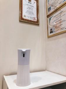 診療室入り口の手指用アルコール消毒液